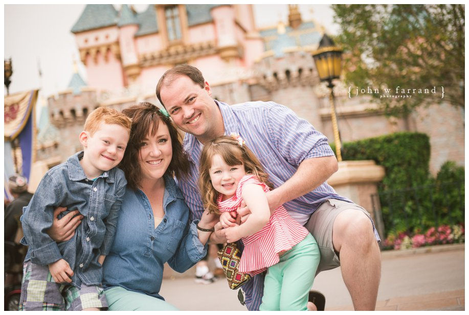 Disneyland-Family-Photography-Green_001.jpg